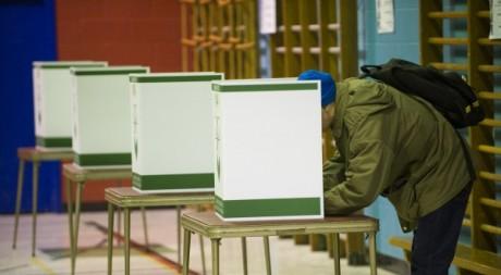 Un bureau de vote lors des élections de 2008 au Québec. © Rogerio Barbosa / AFP