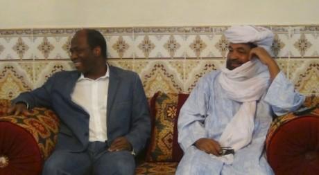 Djibril Bassolé, le médiateur dans la crise mlienne, et Iyad Ag Ghaly, le 8 août 2012 © REUTERS/Stringer