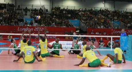 L'équipe rwandaise de volley-ball lors des Jeux paralympiques de Londres. © Mélanie Challe, tous droits réservés.