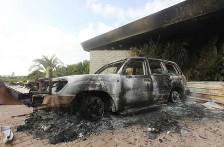 Attentat contre le consulat des Etats-Unis à Benghazi, le 12 septembre 2012. REUTERS/Esam Al-Fetori