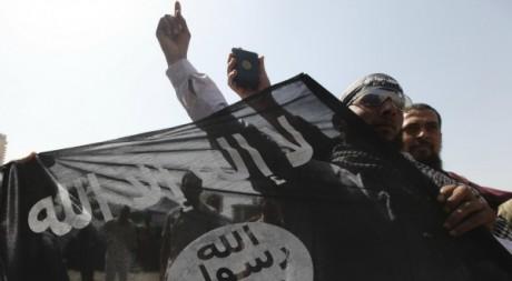 Le drapeau salafiste brandi par des manifestants égyptiens, avril 2012. © REUTERS/Amr Dalsh