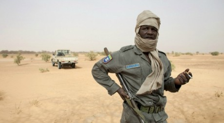 Un soldat mauritanien patrouille dans le dsert prs de la frontire avec le Mali, 22 mai 2012. REUTERS/Joe Penney 