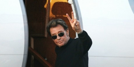 Johnny Hallyday embarquant dans un jet privé, aéroport du Bourget, décembre 2011. ©REUTERS/Benoit Tessier