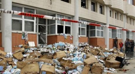 Le siège de Charlie hebdo saccagé en novembre 2011. © REUTERS/Benoit Tessier