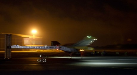 L'avion Solar Impulse a son atterrissage à l'aéroport de rabat, 6 juin 2012. © REUTERS/Youssef Boudlal