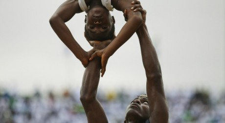 Acrobates guinéens le 28 avril 2011 Reuters/STR New