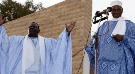 Le président Wade en compagnie du marabout Cheikh Béthio Thioune en meeting politique,  11 novembre 2006/ AFP/ Seyllou