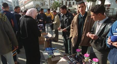 Vendeurs à la sauvette, Alger 2000 © AFP