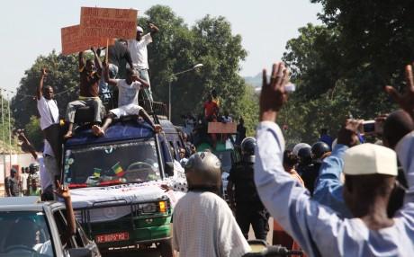Manifestations contre une intervention militaire au Mali, septembre 2012. © HABIBOU KOUYATE / AFP