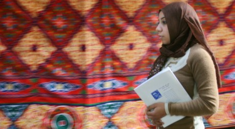 Femme voilée au Caire le 18 février 2006 - Tara Todras-Whitehill / Reuters