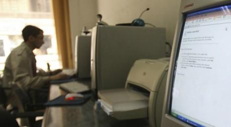 Internet, la voie de la liberté pour les journalistes algériens.  ©REUTERS/Amr Dalsh