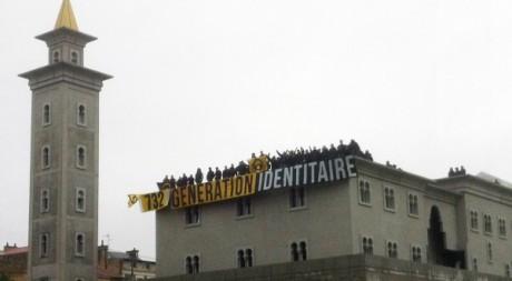 Un groupuscule d'extrême droite occupe le chantier de la mosquée de Poitiers, 20 novembre 2012. AFP PHOTO/STR