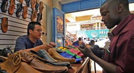 Un commerçant chinois à Kampala (Ouganda), juin 2006. © STUART PRICE / AFP