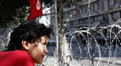 Barbelés sur la rue Bouguiba à Tunis le 22 octobre 2012. Reuters/Anis Mili