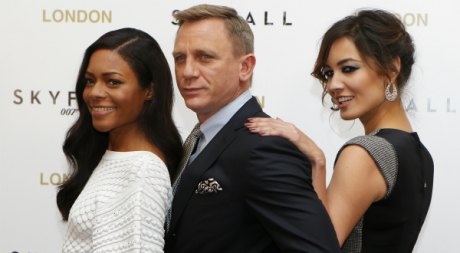Naomie Harris, Daniel Craig et Berenice Marlohe du dernier opus 007, Skyfall, Londres, 22 octobre 2012. ©REUTERS/Andrew Winning