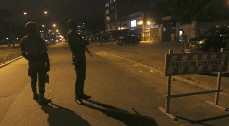 Forces de sécurité à un poste de contrôle à Abidjan, octobre 2012. © REUTERS/Luc Gnago