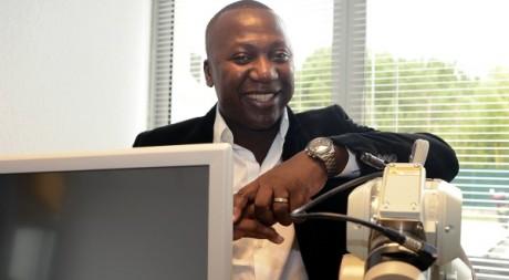 Bertin Nahum, d'origine senegalo-béninoise, spécialiste en assistance robotique neurologique, 19 octobre 2012. AFP/Boris Hovart
