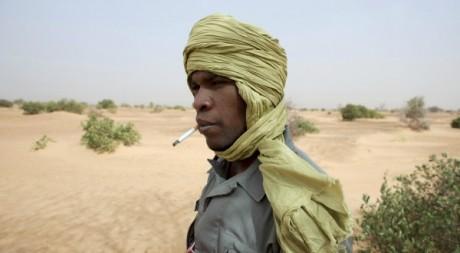 Un membre de la garde nationale près de Bassikounou le 22 mai 2012. Reuters/Joe Penney