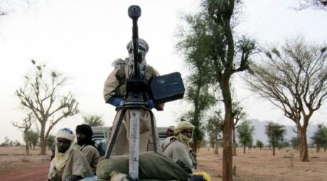 Membres d'Ansar Dine entre Kidal et Gao (Nord-Mali), le 12 juin 2012. REUTERS/Stringer .