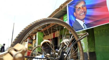 Réparateur de bicyclettes à Kogelo, le village ancestral de Barack Obama au Kenya le 5 novembre 2012. Reuters/Thomas Mukoya