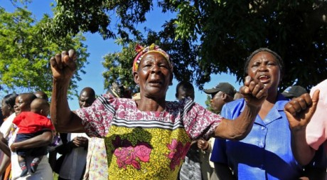 La grand-mère africaine de Barack Obama sautant de joie à l'annonce des résultats,07/11/2012. Reuters/ Thomas Mukoya