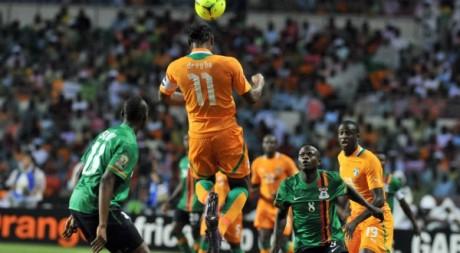 Didier Drogba lors de la CAN 2012, face à l'équipe zambienne. © ISSOUF SANOGO / AFP