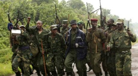 Des rebelles du M23 fêtent leur victoire à Rumangabo, près de Goma, le 28 juillet 2012. REUTERS/James Akena