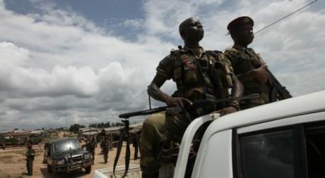 Patrouille des FRCI près de Para, au sud-ouest du pays, le 17 juin 2012. REUTERS/Luc Gnago