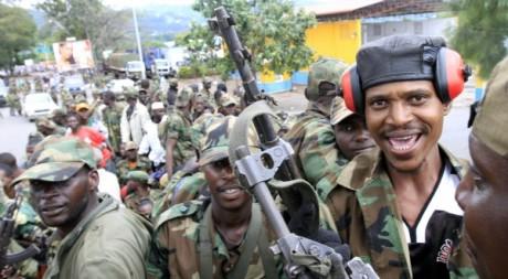 Les rebelles du M23 patrouillent à Goma. REUTERS/James Akena