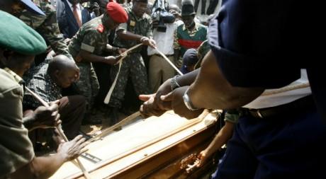 L'enterrement du président Nino Vieira, le 10 mars 2009. REUTERS/Luc Gnago