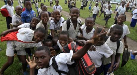 Des écoliers à Rutshuru, en République démocratique du Congo, le 3 novembre 2012. REUTERS/James Akena