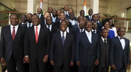 Le nouveau gouvernement ivoirien, le 22 novembre 2012. © REUTERS/Thierry Gouegnon