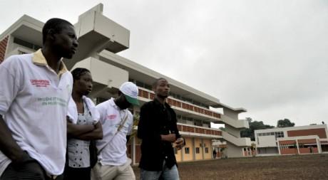 Des étudiants ivoiriens sur le campus de l'Université Félix Houphouët-Boigny à Abidjan, le 3 septembre 2012. AFP/Issouf Sanogo