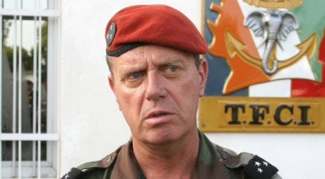 Le général Henri Poncet, Abidjan, 2004. © PASCAL GUYOT / AFP