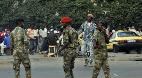Forces de l'ordre de Côte d'Ivoire lors d'une patrouille, décembre 2011. © SIA KAMBOU / AFP