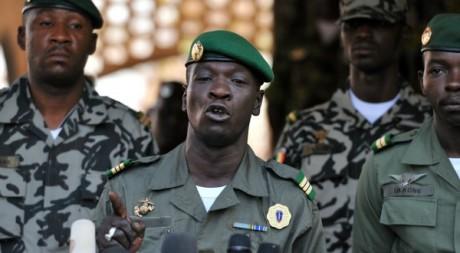 Le capitaine Sanogo alors chef de la junte, au camp militaire de Kati le 3 avril 2012. AFP/ISSOUF SANOGO
