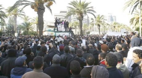 Manifestations de soutiens du parti Ennahda, Tunis, décembre 2012. © REUTERS/Zoubeir Souissi