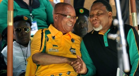 Kgalema Motlanthe (droite) et Jacob Zuma (gauche), Bloemfontein, janvier 2012. ALEXANDER JOE / AFP