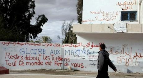 Inscriptions murales commémorant la révolution, Sidi Bouzid, décembre 2012. © KHALIL / AFP
