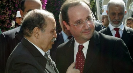 François Hollande et Abdelaziz Bouteflika, juillet 200§, Alger. © FAYEZ NURELDINE / AFP