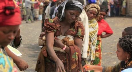 Des réfugiées civiles dans l'Est du Congo, qui attendent l'aide humanitaire, 31 juillet 2012. Reuters/ James Akena
