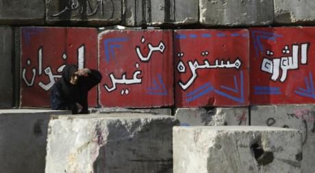 Un barrage dans une rue du Caire, décembre 2012. © REUTERS/Amr Dalsh