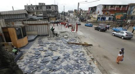 Une vue de la rue Princesse, pendant les travaux, Abidjan, 2011. © REUTERS/Thierry Gouegnon