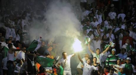 Des supporters algériens lors d'un match Algérie-Libye, à Casablanca, septembre 2012. © FADEL SENNA / AFP