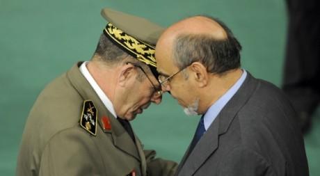 Le premier ministre Hamadi Jebali et le général Rachid Ammar à l'assemblée constituante le 13 décembre 2011.  AFP/FETHI BELAID