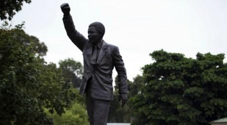 Une statue de Nelson Mandela aux portes du centre correctionnel de Drakenstein. Le 10 février 2010. Reuters/Finbarr O'Reilly