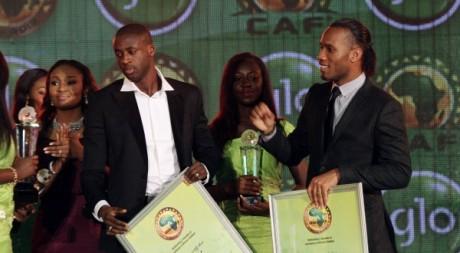 Yaya Touré et Didier Drogba, les Meilleurs joueurs africains de l'année, 20 décembre 2012, Accra, Ghana. REUTERS/Luc Gnago