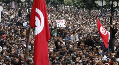 Manifestations pour le départ de Ben Ali, 14 janvier 2011, Tunis. ©  REUTERS/Zohra Bensemra