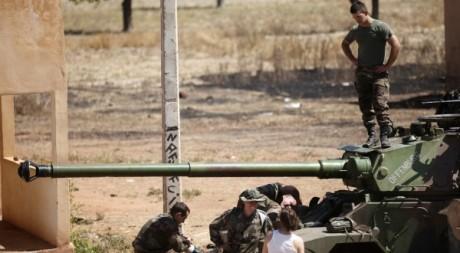 Un soldat français debout sur un tanker de l'armée à la base aérienne du Mali. Le 15 janvier 2013. Reuters/Joe Penney