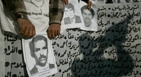 Portraits de victimes de la torture sous Hassan II lors d'une manifestation à Rabat, 12 janvier 2007. REUTERS/Rafael Marchante